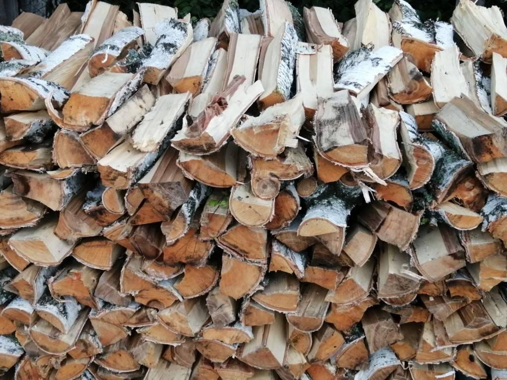 Как правильно сушить и хранить дрова