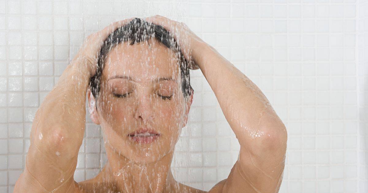Чем полезен контрастный душ для женщин и какой вред он может принести?