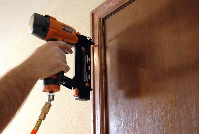 Установка межкомнатных дверей своими руками (пошаговая инструкция)