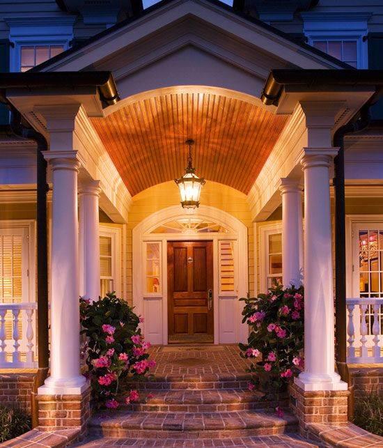 Дизайн крыльца частного дома - оригинальное обустройство фасада!