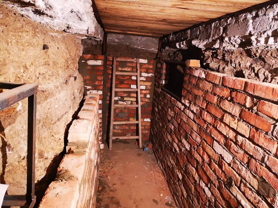 Подвал частного дома: почему бы его не облагородить и как это сделать