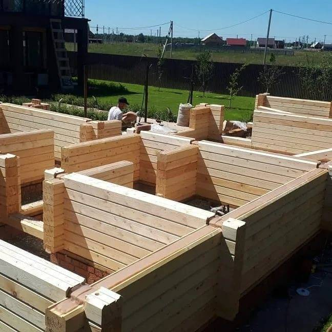Cтроительство бани из профилированного бруса: цена и этапы