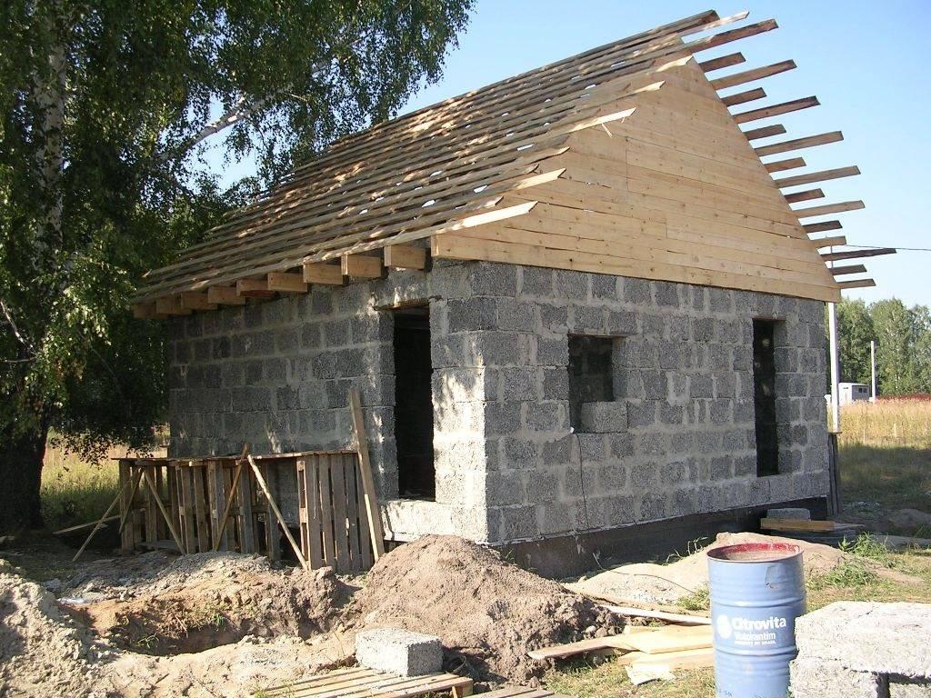 Как возвести баню и можно ли строить ее из пеноблоков?