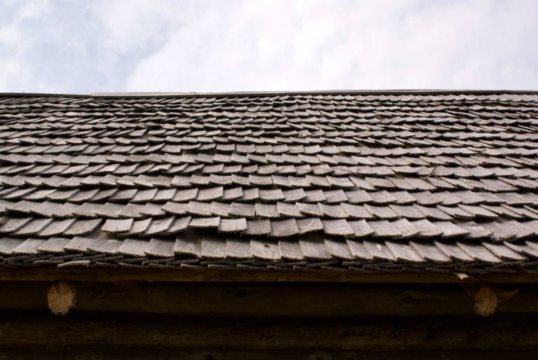 Дранка для кровли (45 фото): деревянная черепица для крыши, узлы и особенности устройства конструкции, гонтовая дранка