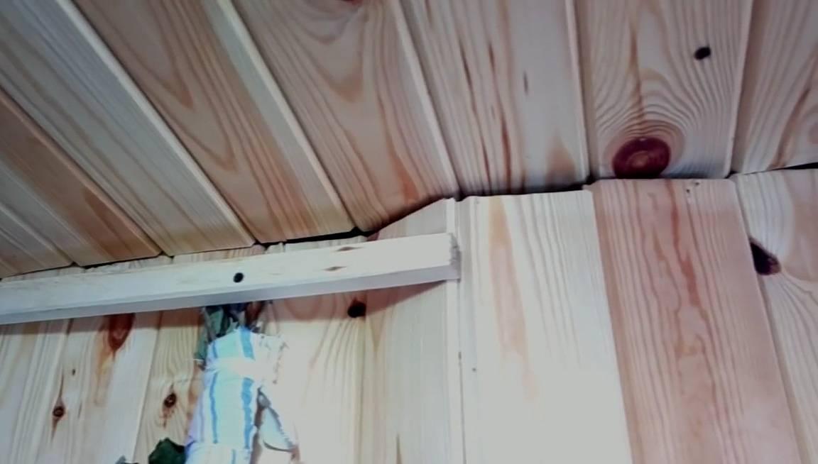 Как крепить вагонку в бане - правильно прибивать гвоздями или саморезами, напрямую или через кляймеры. полный разбор технологий как правильно крепится вагонка на стены и потолок