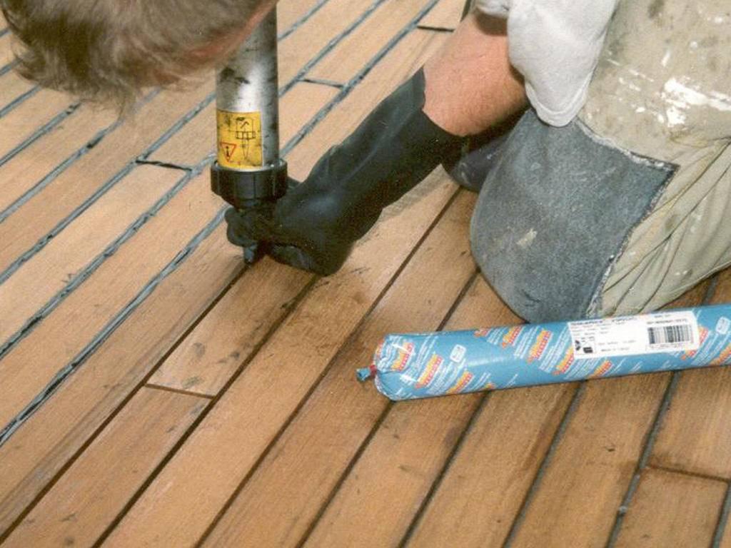 Как заделать щели в полу между досками: способы устранения и технология заделки щелей в деревянном полу