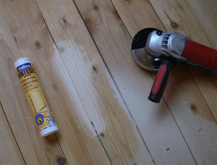 Чем можно быстро и качественно заделать щели в деревянном полу?
