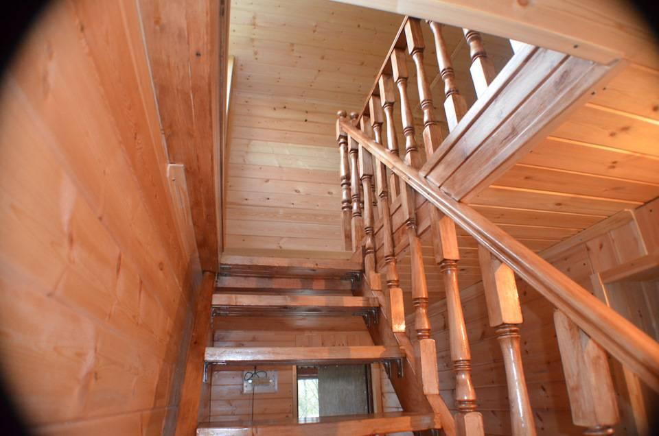 Лестница для бани: виды конструкций, входная, межэтажная, расчеты и монтаж своими руками