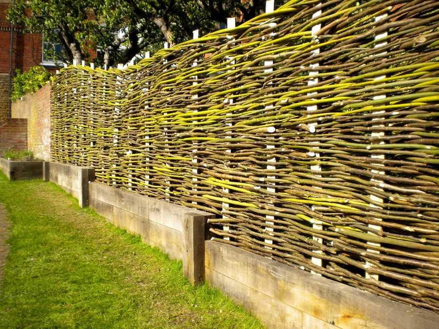 Плетеный забор из лозы: как сделать ровный плетень своими руками (125 фото + инструкция)
