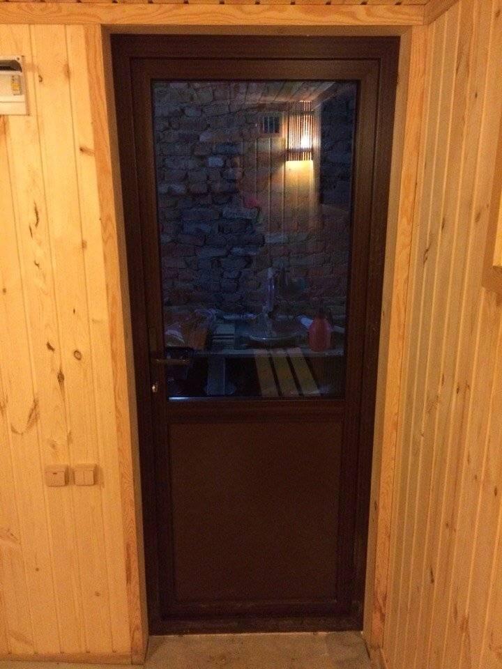 Установка дверей в бане своими руками: как установить и утеплить - теория и банная практика