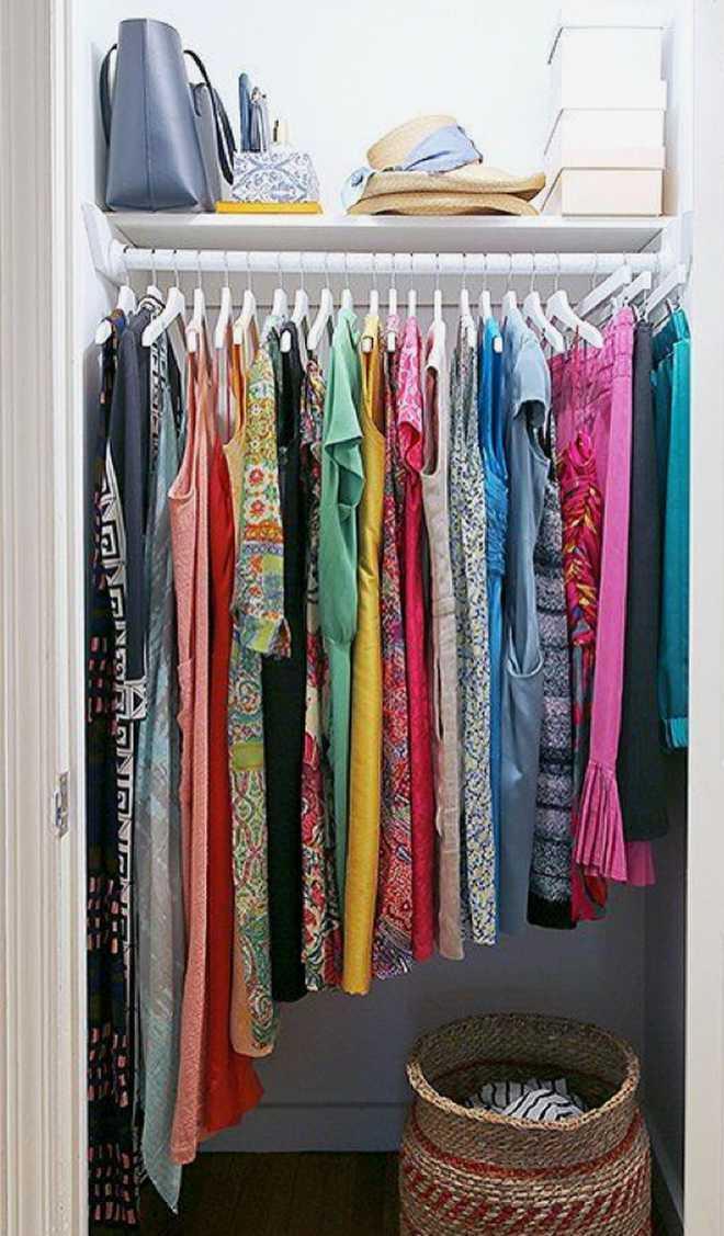 10 способов хранения одежды и обуви при отсутствии шкафа