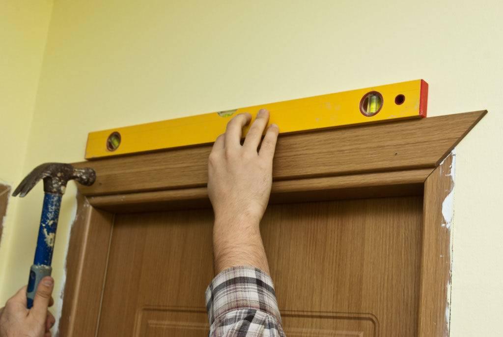 Порядок установки наличников на межкомнатные двери своими руками. о правильной установке наличников