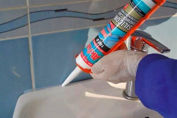 Как убрать силиконовый герметик с ванны: 10 проверенных средств