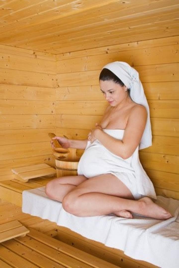 Можно ли беременным в баню? опасно или полезно ходить в баню при беременности?