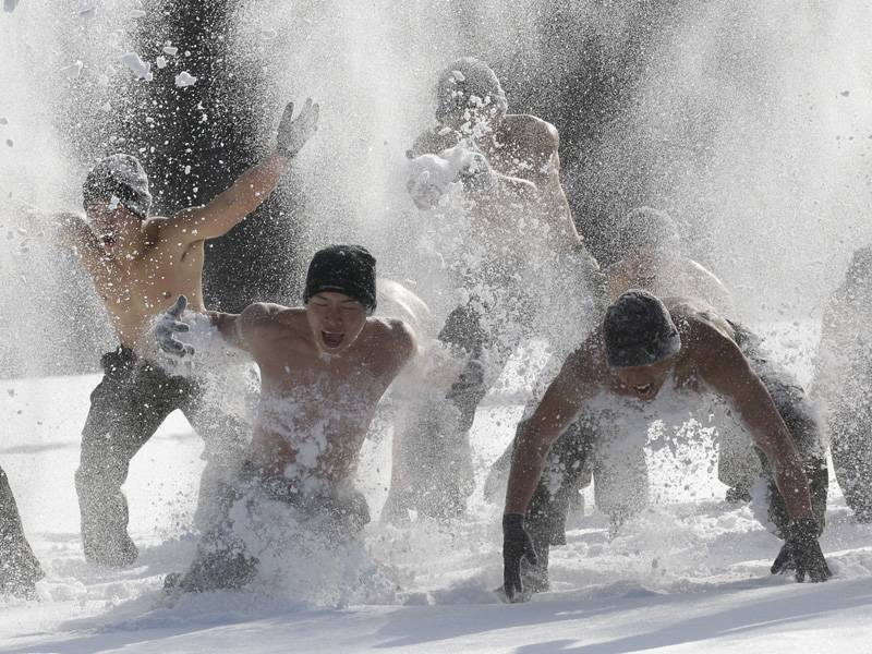 Правильное закаливание: в прорубь после бани