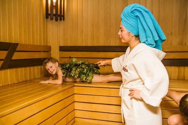 Можно ли детям ходить в баню и сауну? возраст ребенка, плюсы и минусы парной для малыша