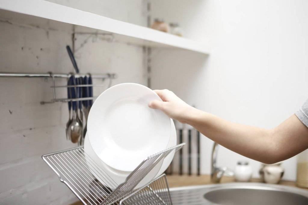Лайфхаки для уборки: полезные советы по приведению в порядок комнаты, ванны, кухни, окон, рекомендации по быстрой чистке