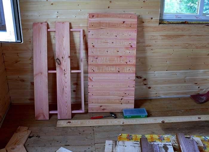 Что можно сделать из остатков бруса? идеи поделок из обрезков старого бруса 150х150, стена из спилов и оформление светильника кусочками деревянного бруса