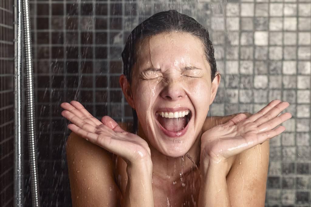 Контрастный душ: польза и противопоказания, привила приема, обливания для похудения