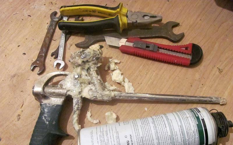 3 способа почистить пистолет для монтажной пены, если он засох