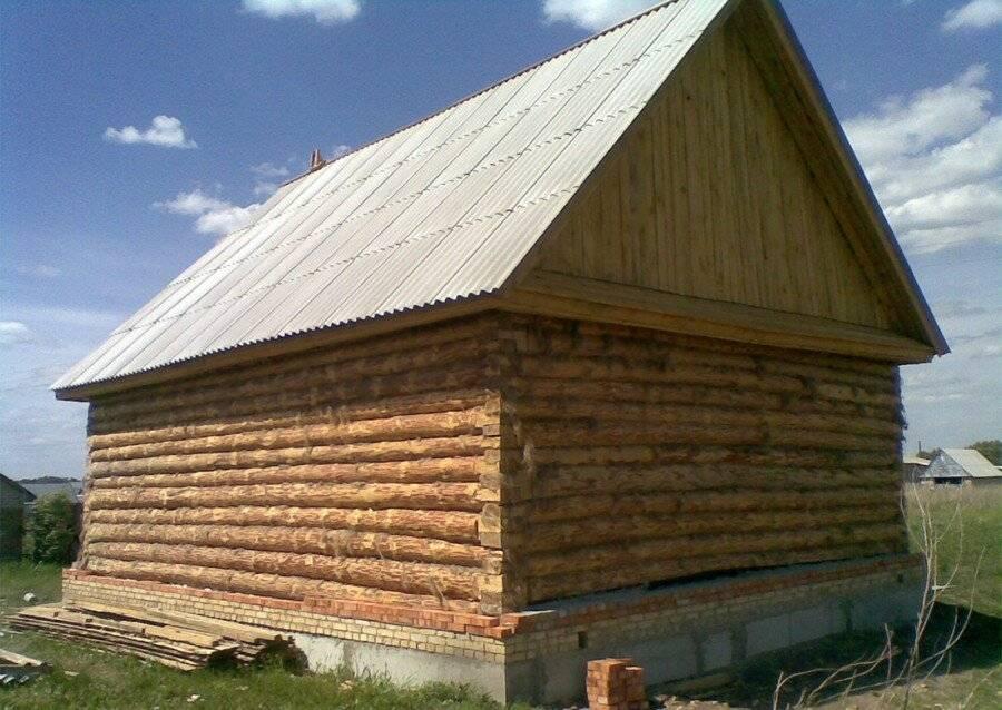 Разновидности крыш для бани, их конструктивные особенности и технология возведения