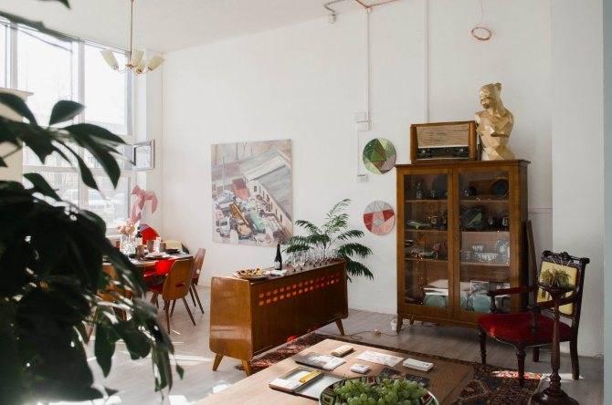 Вторая жизнь бабушкиного серванта: как использовать советскую мебель в современном интерьере