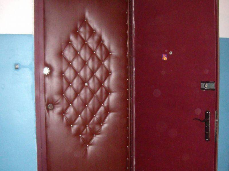 Как утеплить уличную дверь своими руками
