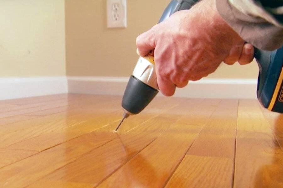 Скрипят полы что делать не разбирая: убрать деревянный в квартире, видео как устранить, что сделать при скрипении если скрипят полы, что делать, не разбирая покрытия: 6 причин и их устранение – дизайн интерьера и ремонт квартиры своими руками