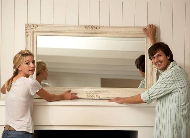 Зеркало напротив входной двери: можно или нет по фэншуй
