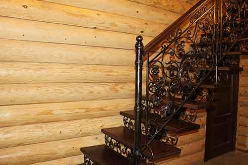 Деревянные лестницы с ковкой: ступени, поручни, перила, балясины и другие элементы выполняются из разных материалов, белые и цветные, оформление своими руками