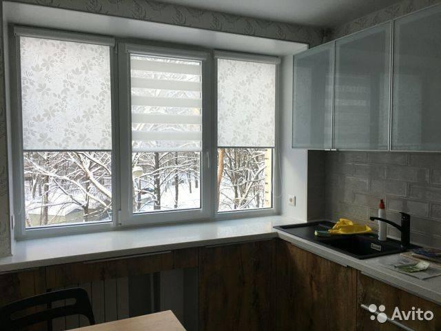 Рулонные шторы на кухню: виды, материалы, дизайн, цветовая гамма, комбинирование