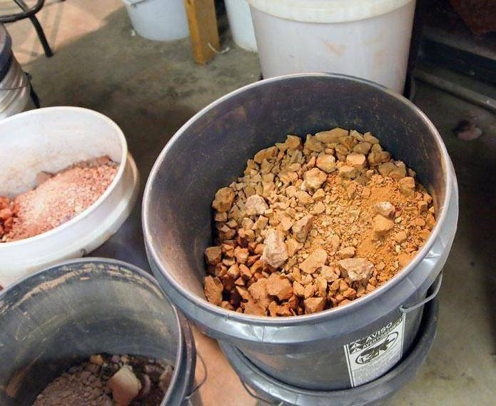 Чем и как замазать трещины на печке в бане