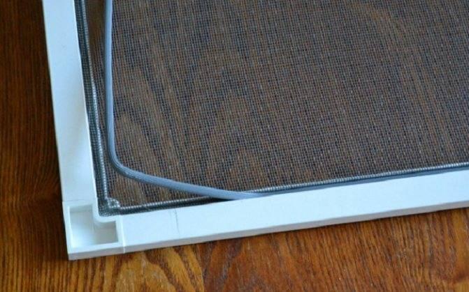 Сетка в пластиковом окне меняется очень просто