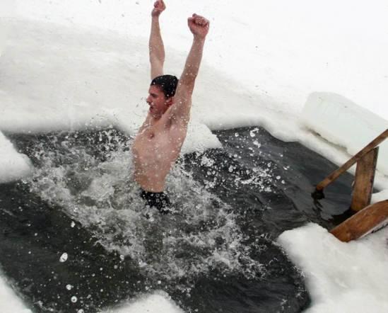 Снег, прорубь и другие виды закаливания после бани: за и против. закаливание организма в бане