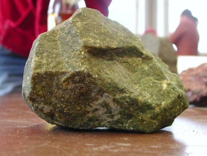 Дунит-перидотитовая формация: структуры пород, породобразующие минералы, особенности химического состава