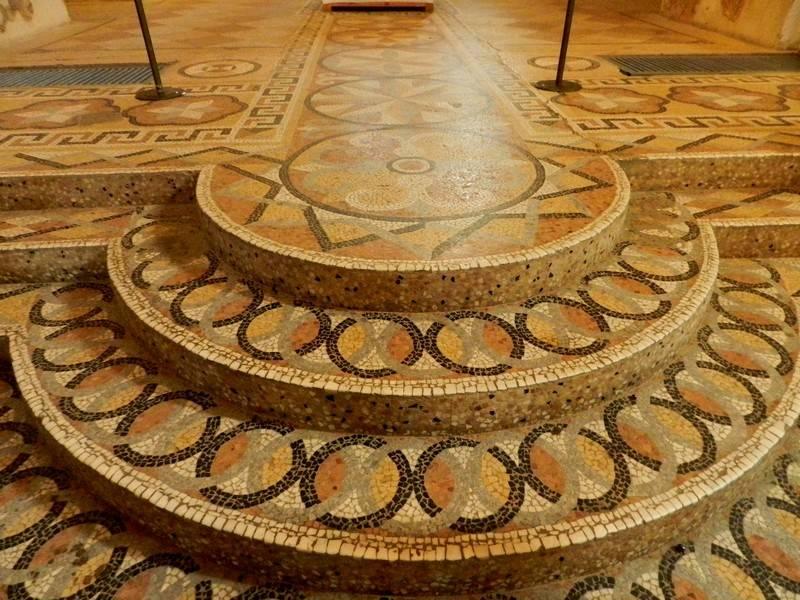 Как превратить битый материал в красивое покрытие – мозаика из плитки в интерьере своими руками
