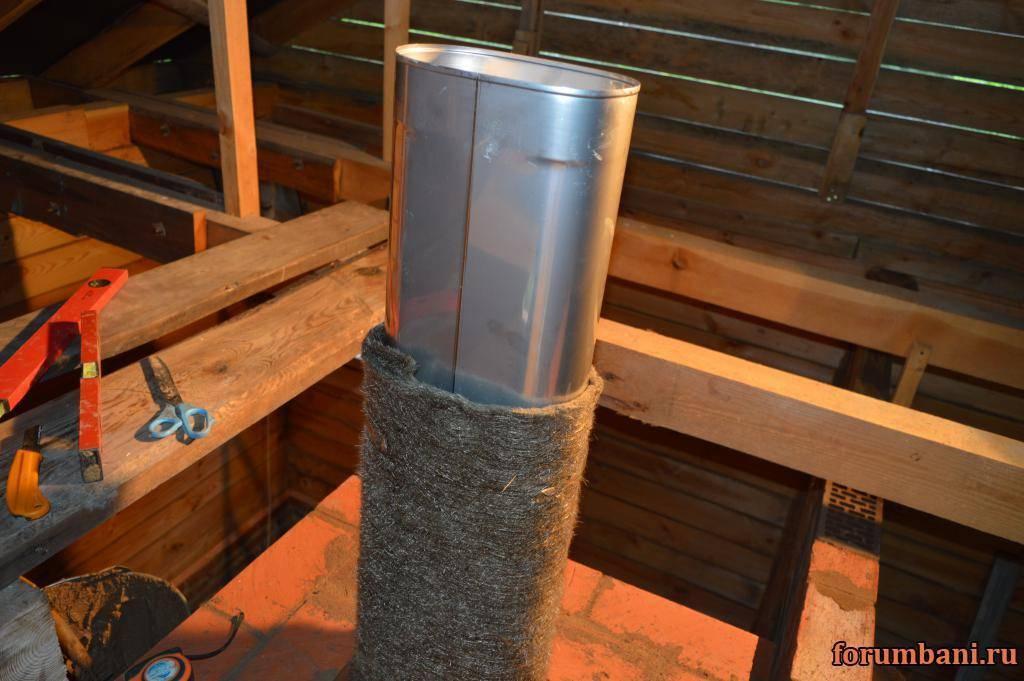Изоляция трубы дымохода как изолировать дымоходную трубу, перекрытие, чем обмотать металлическую трубу, как обезопасить, чем обернуть и заизолировать печную трубу на крыше