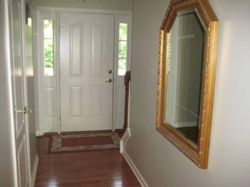 Куда можно и нельзя вешать зеркало в доме : советы и приметы