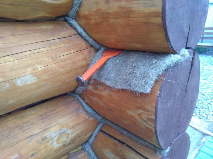 Самостоятельная конопатка сруба из бруса — правильный выбор материала, инструментов и видео работы