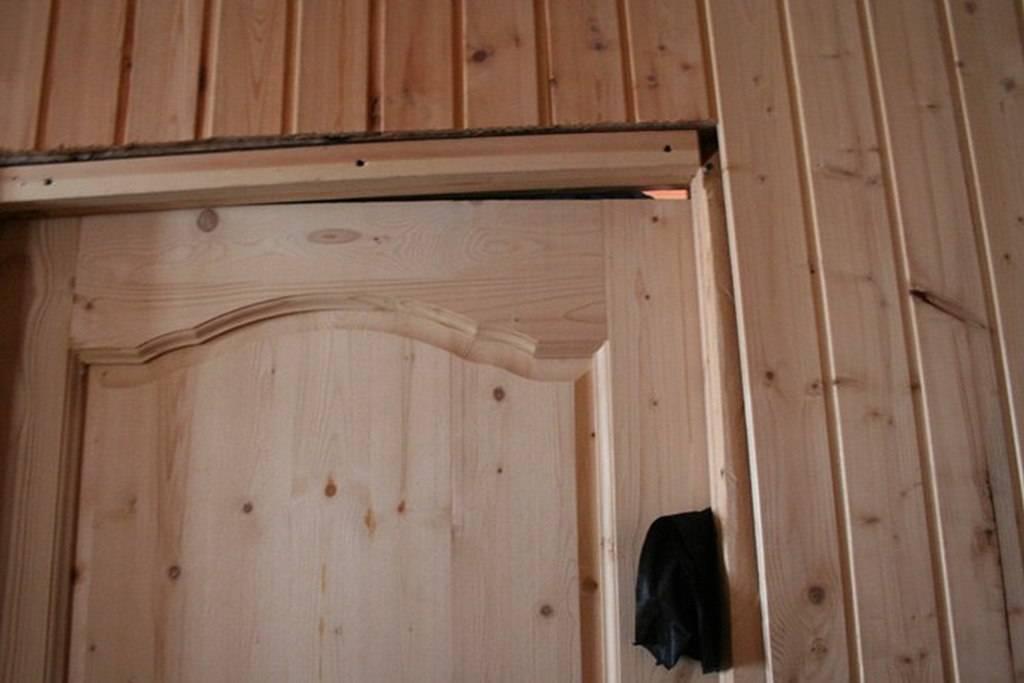 Особенности и правила изготовления деревянной двери в баню своими руками