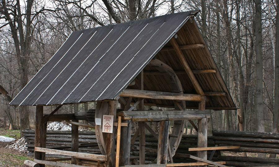 Кровельные материалы для крыши бани: обзор и сравнение