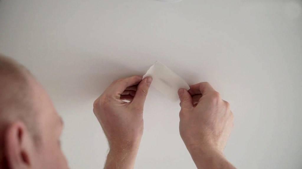 Как заделать дырку на натяжном потолке: простой способ