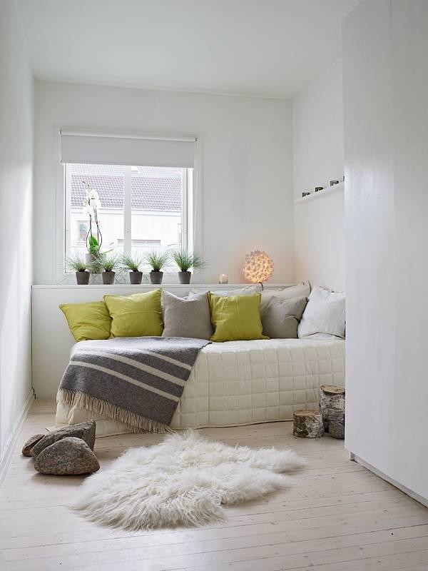 Как поставить диван и кровать в одной комнате?   домфронт
