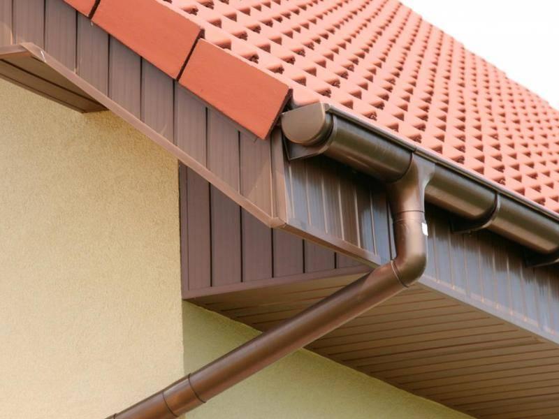 Крепление водостоков к крыше