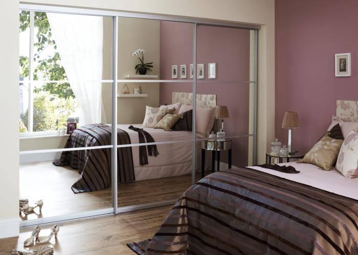 Зеркало в спальне – каким должно быть, где его правильно повесить