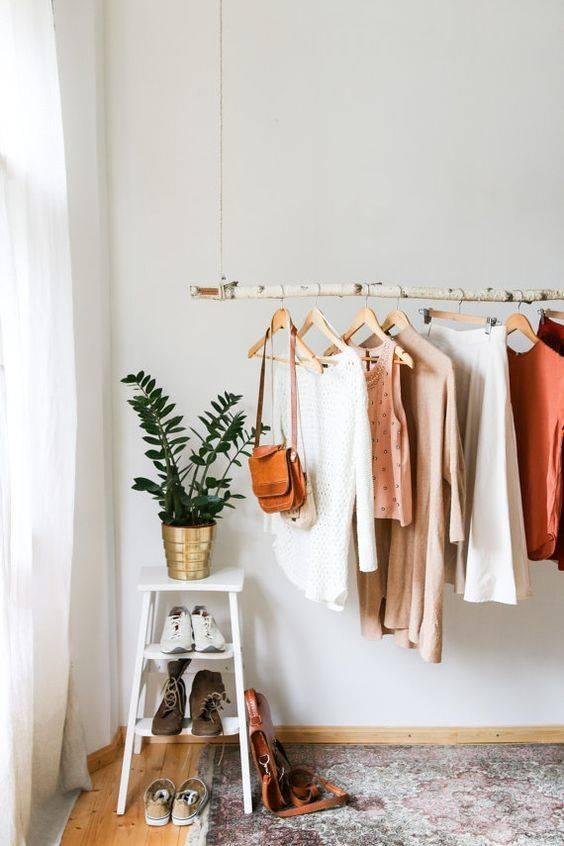 """Как хранить одежду, когда нет шкафа – газета """"право"""""""