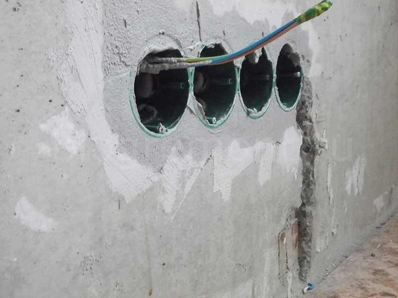 Как установить розетку в бетонную стену в подрозетник