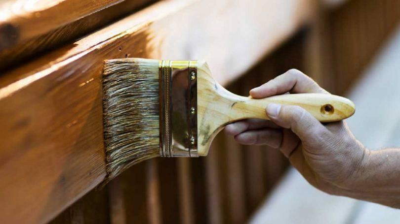 Краска для дерева: каким продуктом красить покрытие из дерева, средство без запаха для покраски и внутренних работ, марка «teknos» для деревянных дверей в баллончиках