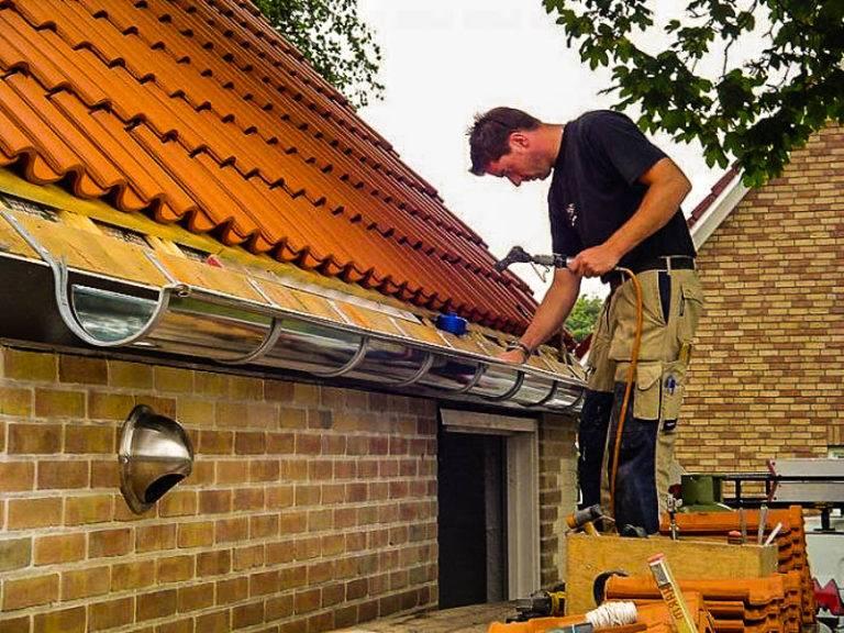 Как крепить водостоки к крыше – порядок крепления элементов водосточной системы