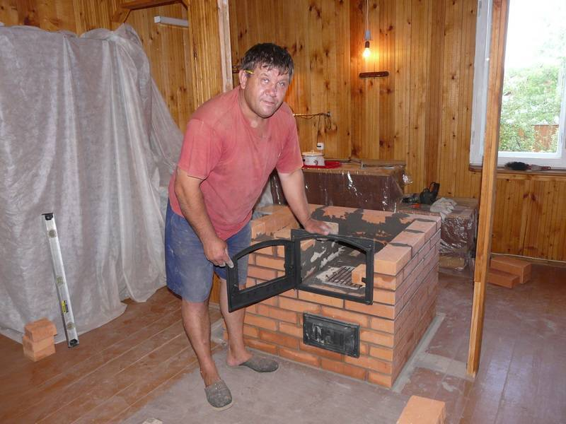 Печи для дома на дровах длительного горения: виды, выбор, плюсы и минусы
